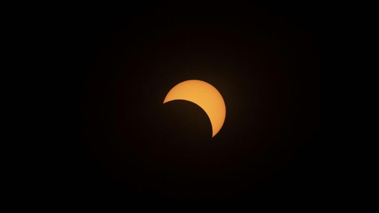 L'éclipse solaire au dessus du Chili comme vu de l'observatoire de La Silla (ESO), à La Higuera, au Chili, le 2 juillet 2019