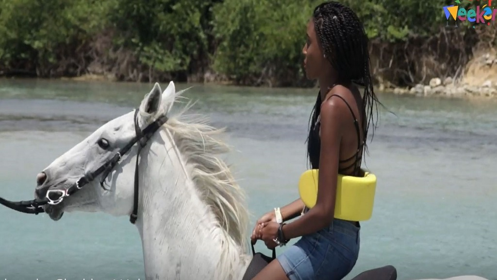 Loop Weekends' host Shanique tries out the cowgirl life!