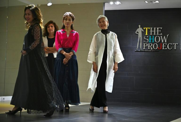La modèle Choi Soon-hwa (à droite) et des collègues lors d'un cours à Séoul, le 11 juin 2019