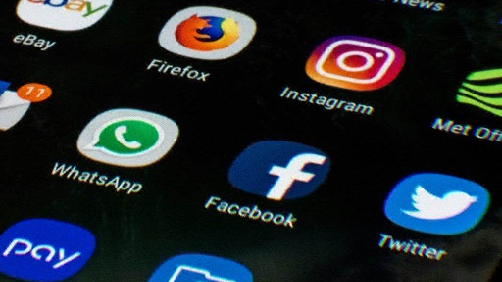 """L'Eglise anglicane d'Angleterre a enjoint lundi aux chrétiens d'agir sur les réseaux sociaux à l'image de Jésus, les invitant à signer une charte de bonne conduite visant à favoriser une """"atmosphère plus positive"""" en ligne AFP/Archives"""