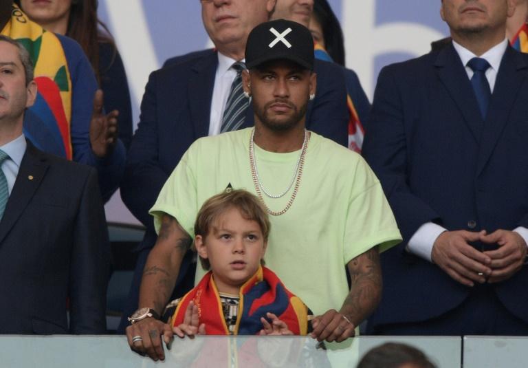 Le Brésilien Neymar et son fils lors de la finale de la Copa America entre le Brésil et le Pérou, le 7 juillet 2019 à Rio