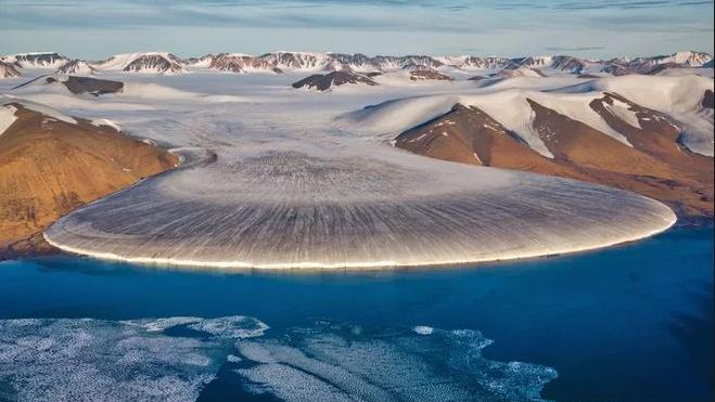 This photo shows a glacier in North Greenland. Credit: Nicolaj Larsen/Shutterstock