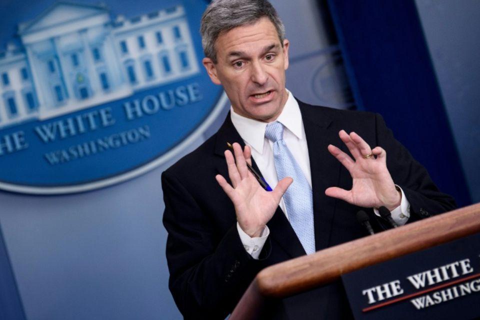 Ken Cuccinelli, le directeur par intérim des services américains de l'immigration, s'exprime lundi 12 août à la Maison Blanche Photo Brendan Smialowski. AFP