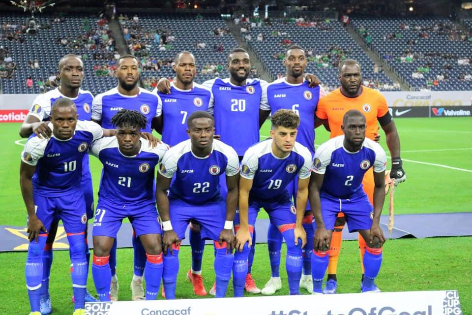 La sélection haïtienne de Football, posant pour les photographes, Photo ; FHF