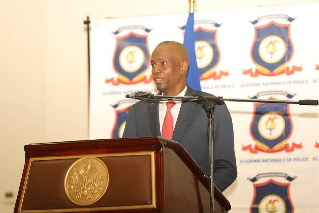 Le président Jovenel Moise lors de sa participation à la cérémonie de graduation du sixième groupe de commissaires de police Crédit Photo : La Présidence