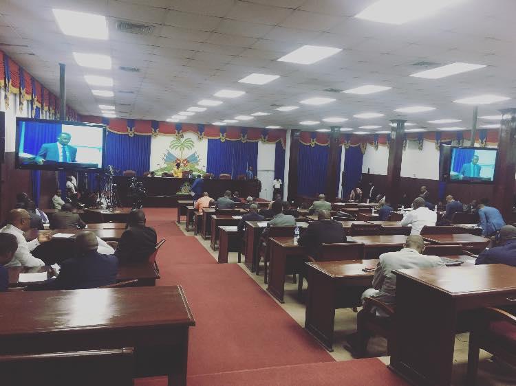 Les députés en plein débats autour de la proposition de loi organisant le Transfert de la Gestion des systèmes d'irrigation aux associations d'irrigants régulièrement constituées/ Crédit: Chambre des députés