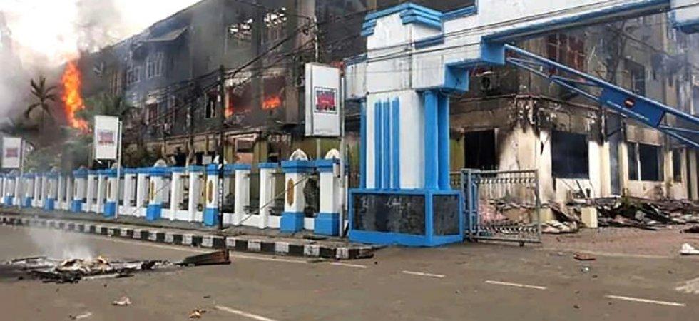 Un bâtiment incendié par des émeutiers, le 20 août 2019 à Sorong, dans l'est de l'archipel indonésien afp.com - Arman Namsa