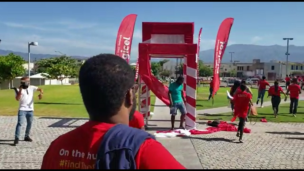 Teams on the hunt in the Digicel Saucy Summa Scavenger Hunt