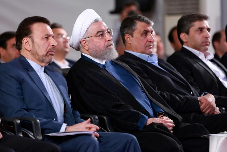 Une photo fournie par la présidence iranienne le 27 août 2019 montrant le président Hassan Rohani (deuxième à gauche) assistant à une cérémonie dans la capitale Téhéran