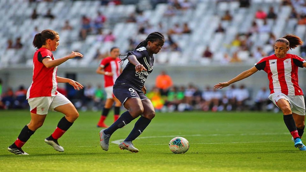 Bordeaux's  Jamaican striker Khadija 'Bunny' Shaw in action Saturday against FC Fleury 91 in France's Division 1 Féminine. (PHOTO: Khadija Shaw Facebook)