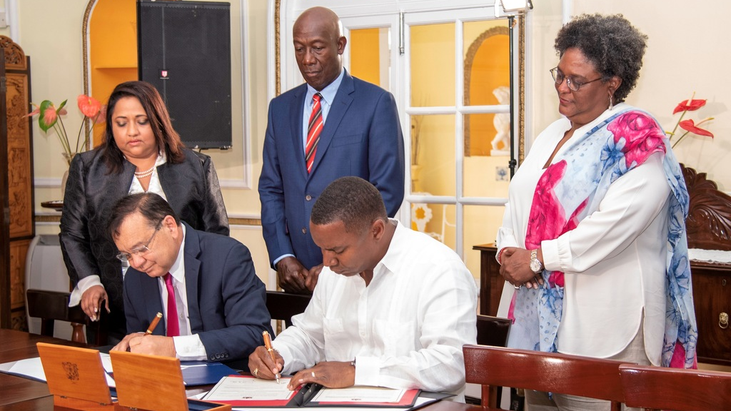 Prime Ministers Dr Keith Rowley and Mia Mottley witness the signing of a MoU between T&T and Barbados today. Photo courtesy the OPM