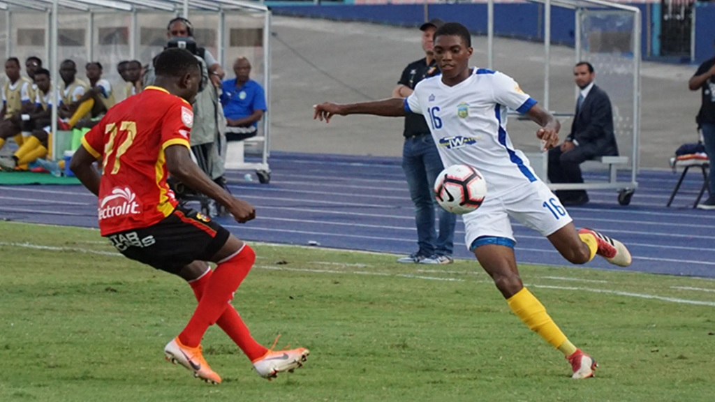 Keymani Campbell of Waterhouse (right) looks for a pass while Freddy Alvarez of CS Herediano closes in during their first leg Round of 16 fixture of the Scotiabank Concacaf League on August 22, 2019, at the National Stadium in Kingston.