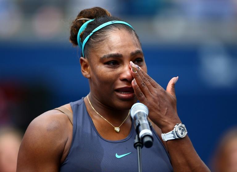 Serena Williams en pleurs déclare forfait pour cause de douleurs au dos lorss de la finale du tournoi de Toronto, le 11 août 2019