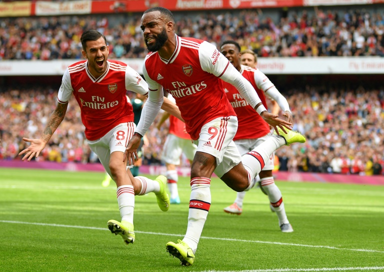 L'attaquant français d'Arsenal, Alexandre Lacazette (c), buteur lors du match de Premier League face à Burnley, à Londres, le 17 août 2019
