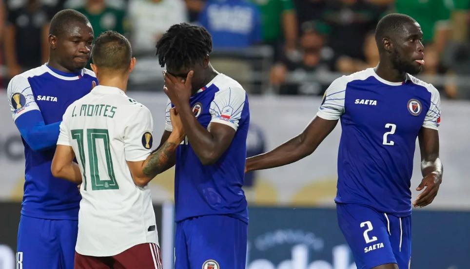 Les Haïtiens après leur défaite contre le Mexique aux demi-finales a la 15e édition de la Gold Cup. Photo : Gold Cup
