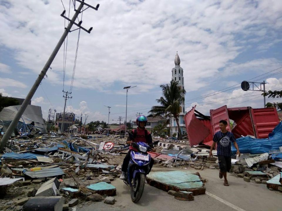 Les rues dévastées de Palu, dans l'île des Célèbes en Indonésie, après un puissant séisme et un tsunami, le 29 septembre 2018 Photo MUHAMMAD RIFKI. AFP