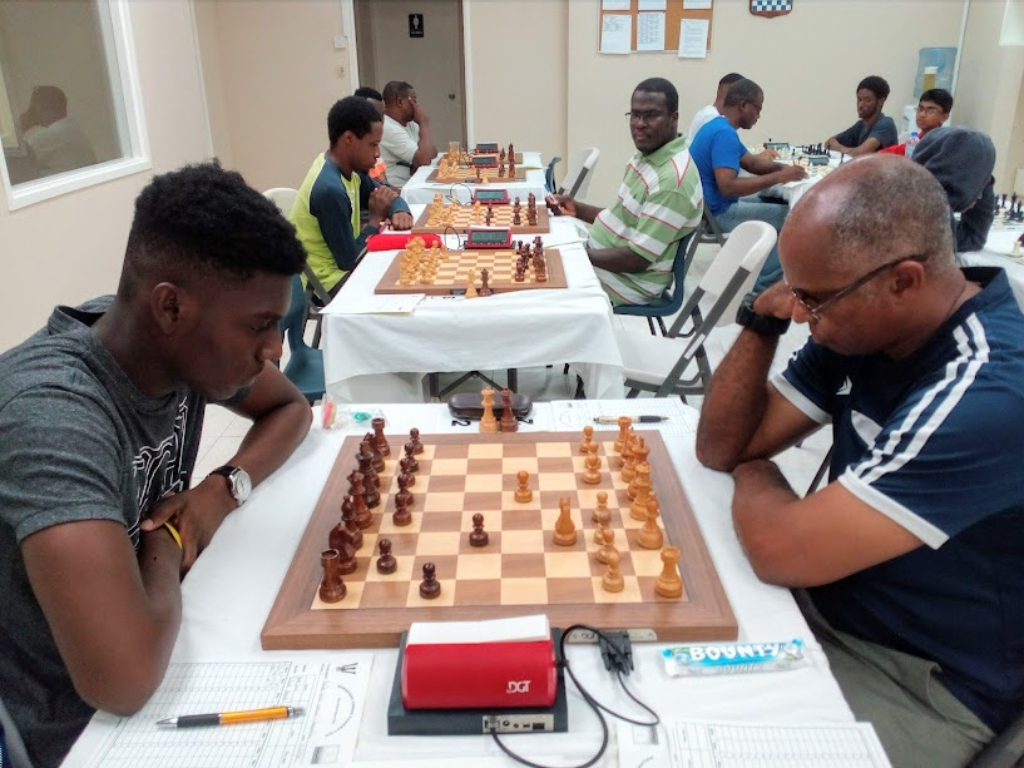 Front-runner Orlando Husbands (left) defeated Mark Lowe in the fifth round to maintain his winning streak. (BCF Picture)
