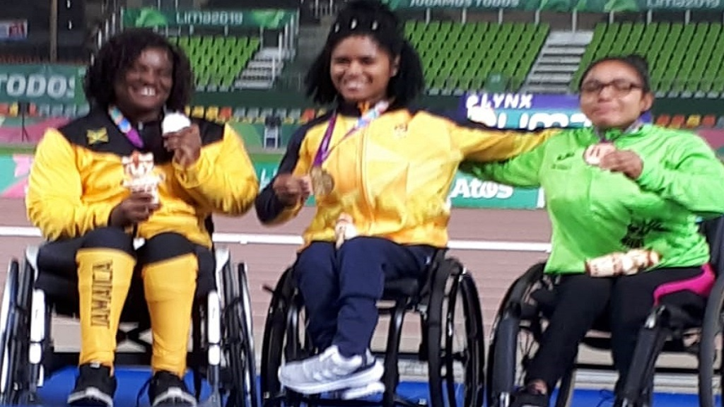 Jamaica's Santana Campbell (left) displays her silver medal at the medal ceremony for the women's F55 javelin competition.