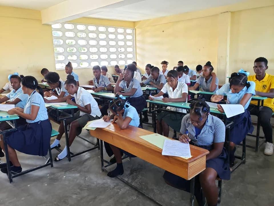Des élèves en salle de classe. Photo : MENFP