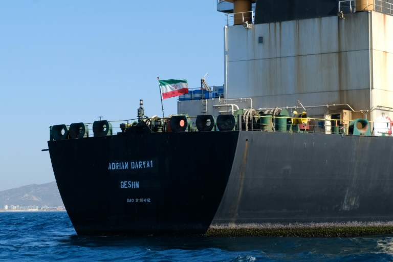 Un drapeau iranien flotte à bord du pétrolier Adrian Darya, connu auparavant sous le nom de Grace 1, au large des côtes de Gibraltar le 18 août 2019