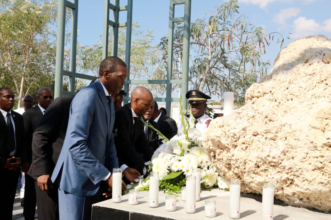Le sénateur Joseph Lambert et le président Jovenel Moïse/ Photo: Page Facebook de Jovenel Moïse