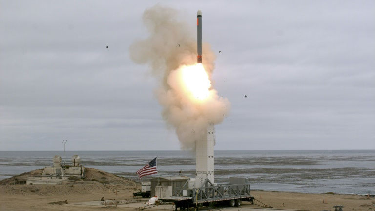 Photo diffusée le 19 août 2019 par le ministère américain de la Défense d'un test de missile sol-air depuis l'île de San Nicolas, au large de la Californie