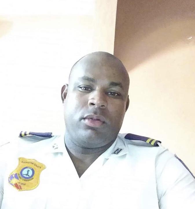 Junior Pamphile, policier de la 21e promotion de la PNH