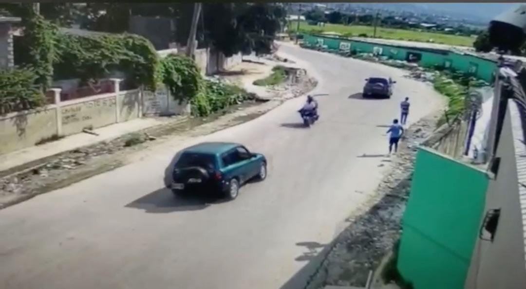 Un mort et deux blessés graves dans un terrible accident survenu à Clercine. La vidéo a été enregistrée dans l'une des caméras de surveillance installées au fronton des murailles de Délimart de Clercine./Photo: Capture d'écran.