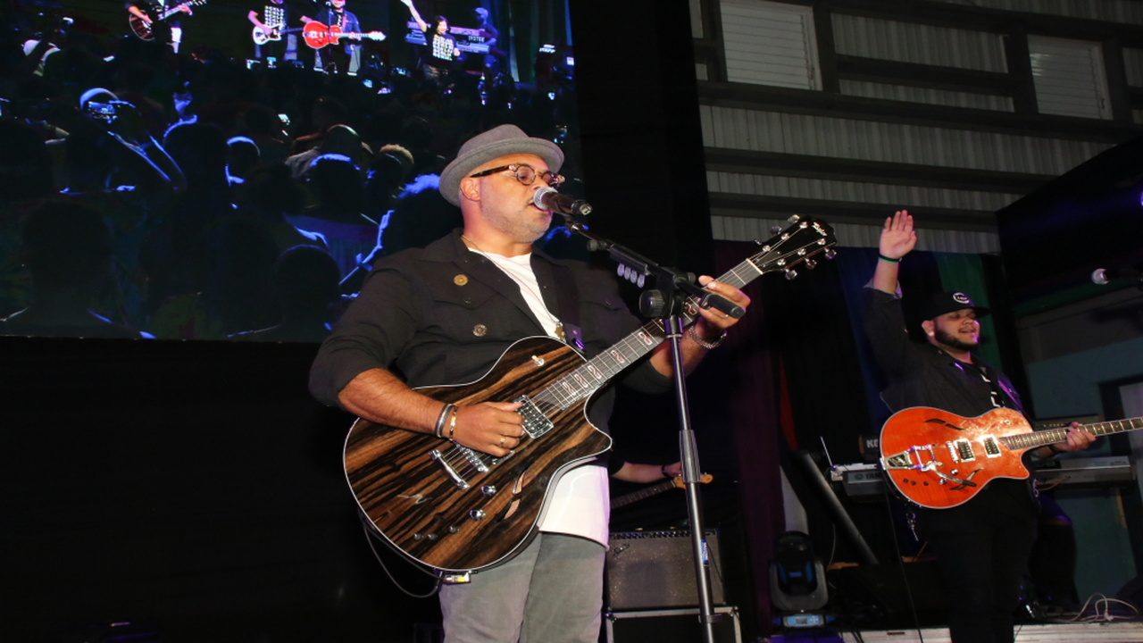 Israel Houghton performs with his band at the Elevate Worship Experience concert, at the Jamaica College Auditorium last Friday.