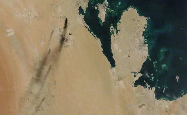 Image satellite fournie par la Nasa montrant de la fumée s'échapper d'installations pétrolières en Arabie saoudite, le 14 septembre 2019