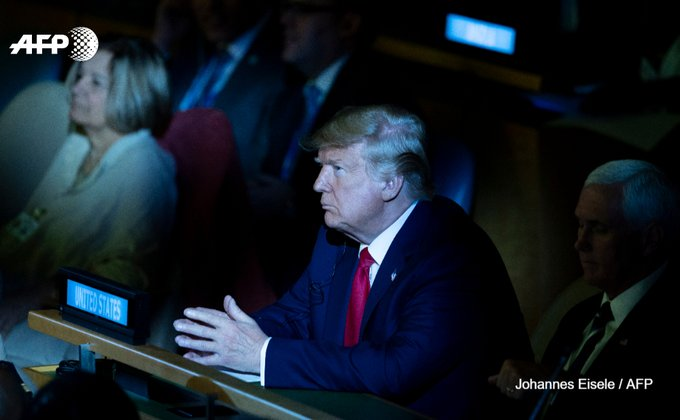 """Menace de destitution: Trump se dit """"pas du tout"""" inquiet"""