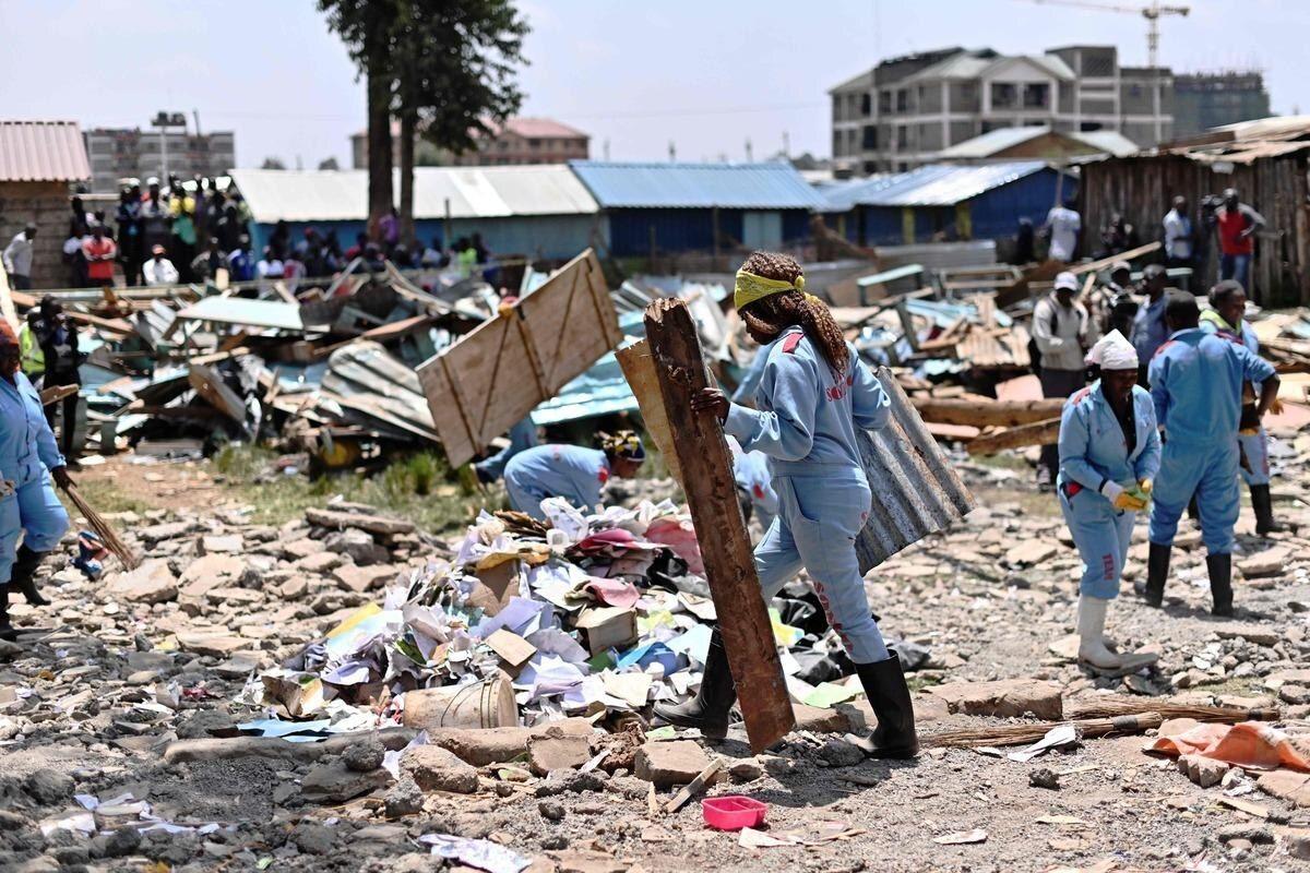 Des sauveteurs travaillent sur les lieux d'une école primaire qui s'est effondrée à Nairobi, le 23 septembre 2019 afp.com - TONY KARUMBA