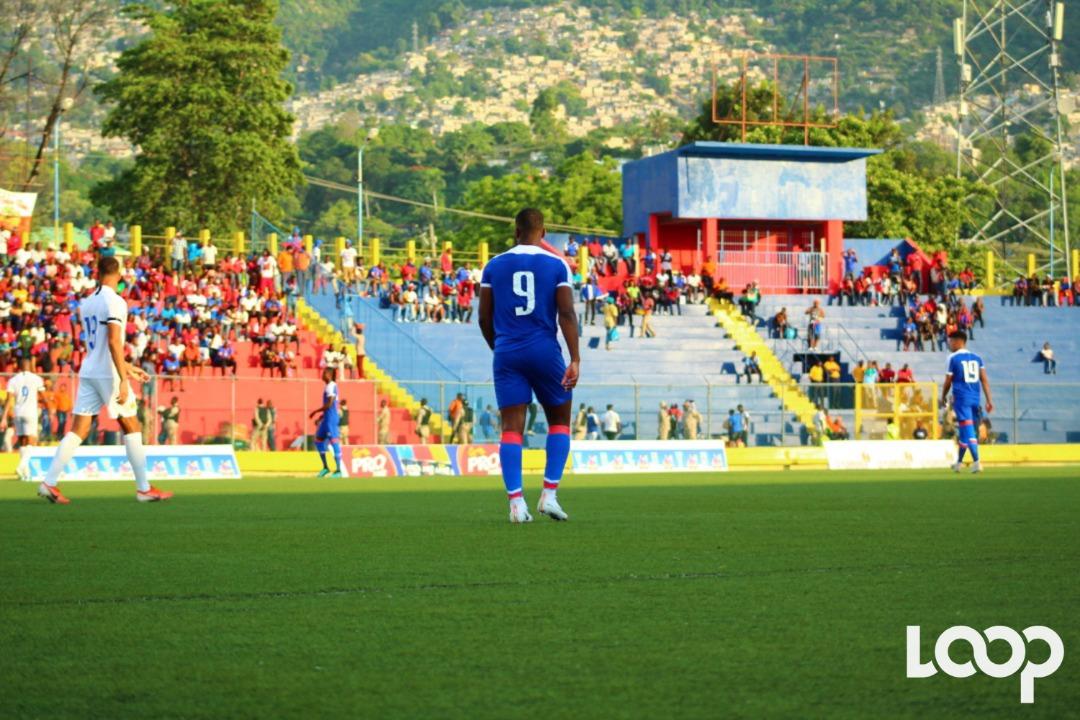 L'attaquant haïtien, Duckens Nazon, au stade Sylvio Cator pendant le match contre curaçao. Photo : Luckny Guerson Romain