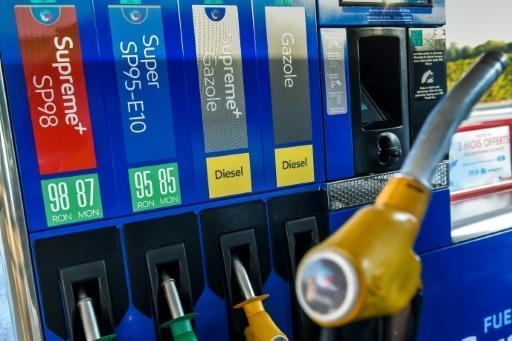 """Carburants: des """"gilets jaunes"""" réclament """"un gel immédiat"""" des prix"""