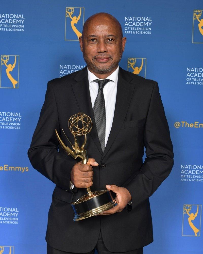 Le cinéaste haïtien Raoul Peck à la 71e édition des Emmy Awards aux États-Unis, dimanche 22 septembre 2019. Crédit Photo: Velvet Film/Facebook