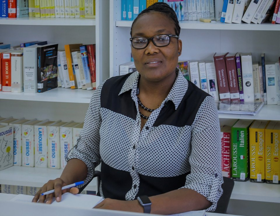 """La doctorante en sciences de l'éducation, Fania Ogé, gagnante de la première édition du concours """"Ma thèse en 180 secondes""""./Photo: source-AUF."""