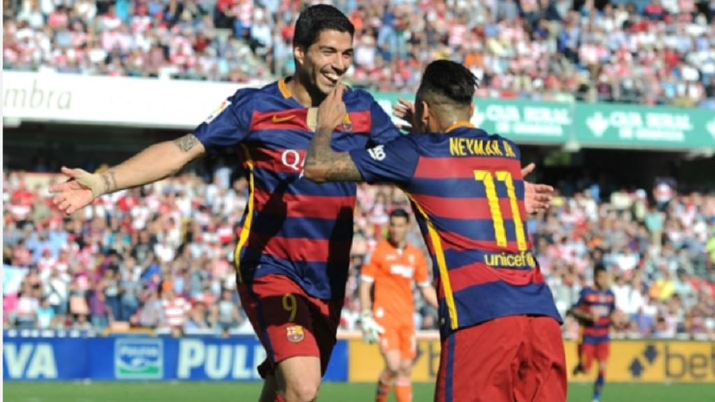 Luis Suarez and Neymar playing for Barcelona in 2016.