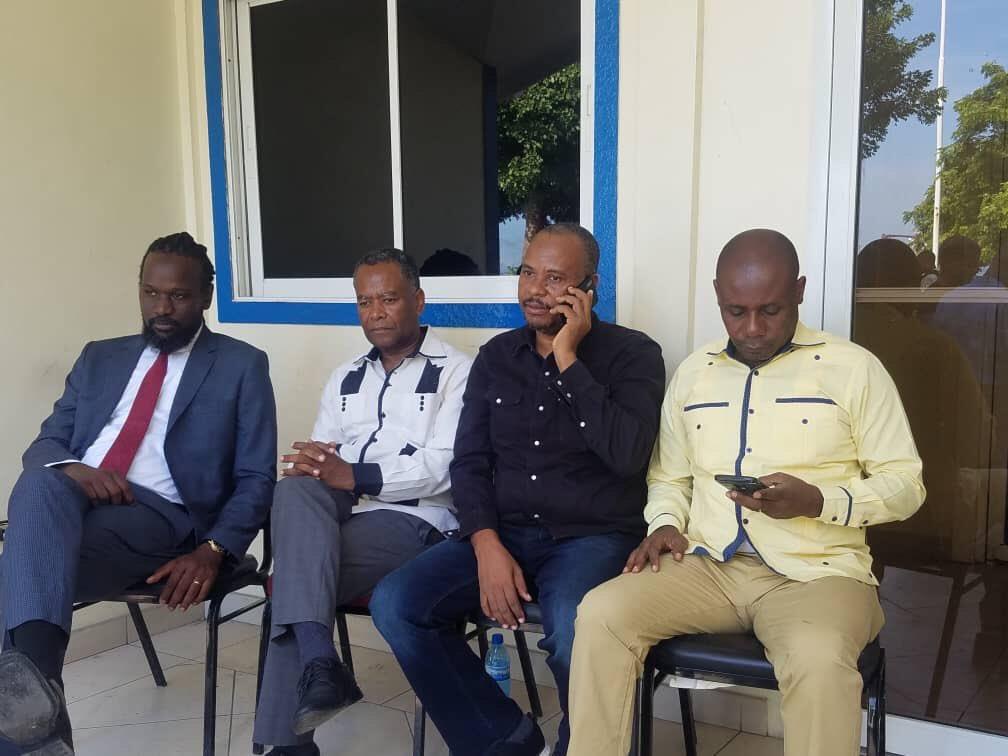 Des sénateurs de l'opposition au Parlement ce dimanche 22 septembre