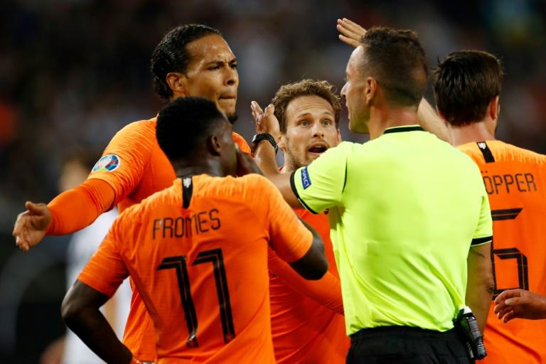 Les joueurs des Pays-Bas après leur victoire sur l'Allemagne 4-2 en match de qualificationj pour l'Euro-2020