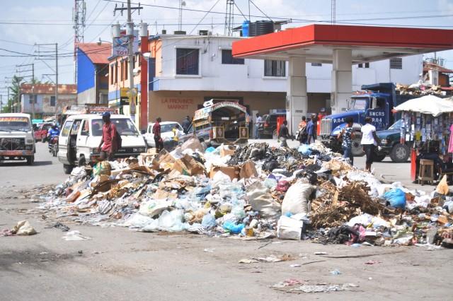 Faute de carburant, la mairie de P-au-P cesse ses opérations de ramassage d'ordures