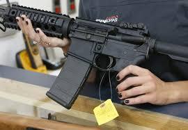 Un fusil d'assaut AR-15, modèle décliné par nombreux fabricants d'armes aux Etats-Unis et dont Colt a annoncé l'arrêt de la production pour le grand public, le 17 juin dans l'Utah afp.com - GEORGE FREY