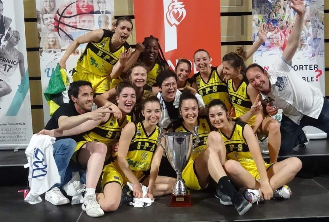 L'équipe de SPS Basket pose en photo./Photo: Compte Facebook de l'équipe.