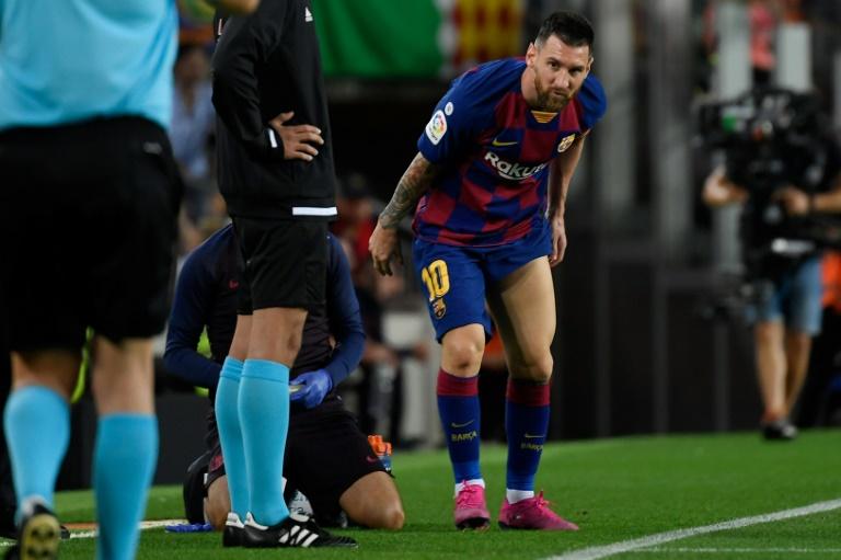 L'attaquant du FC Barcelone Lionel Messi (d) blessé à une cuisse lors de la réception de Villarreal le 24 septembre 2019