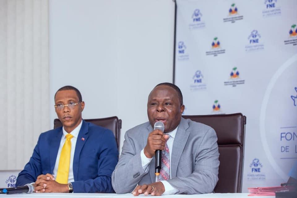 Le ministre de l'Education, Pierre Josué Agénor Cadet (a droite) et Joseph Frantz Nicolas, Directeur général du FNE./Photo: Compte Facebook du MENFP.