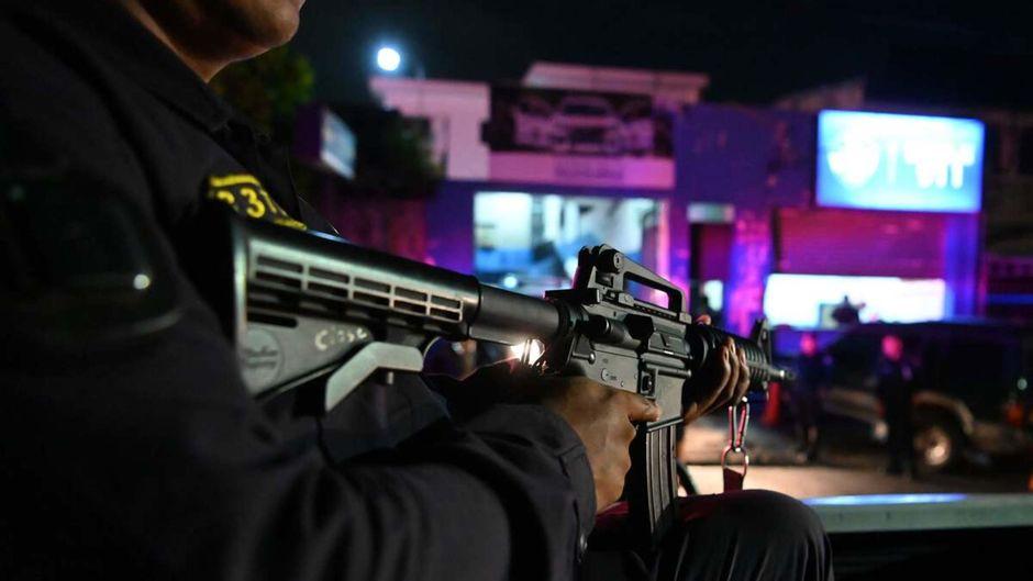 Arrestation de 22 tueurs à gage présumés... dont la moitié de policiers au Salvador