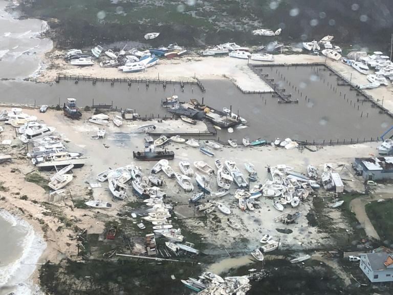 Image aérienne, prise le 3 septembre 2019 par les gardes-côtes américains, d'un port de plaisance de l'île d'Andros, dans les Bahamas