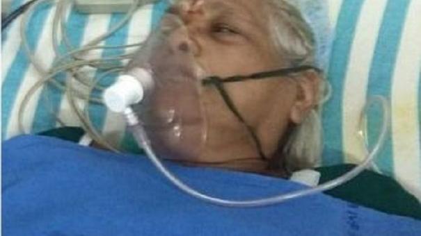 Sur son lit d'hôpital, l'indienne Erramatti Mangayama, 73 ans, mère de deux filles./Photo: iHeart Radio.ca