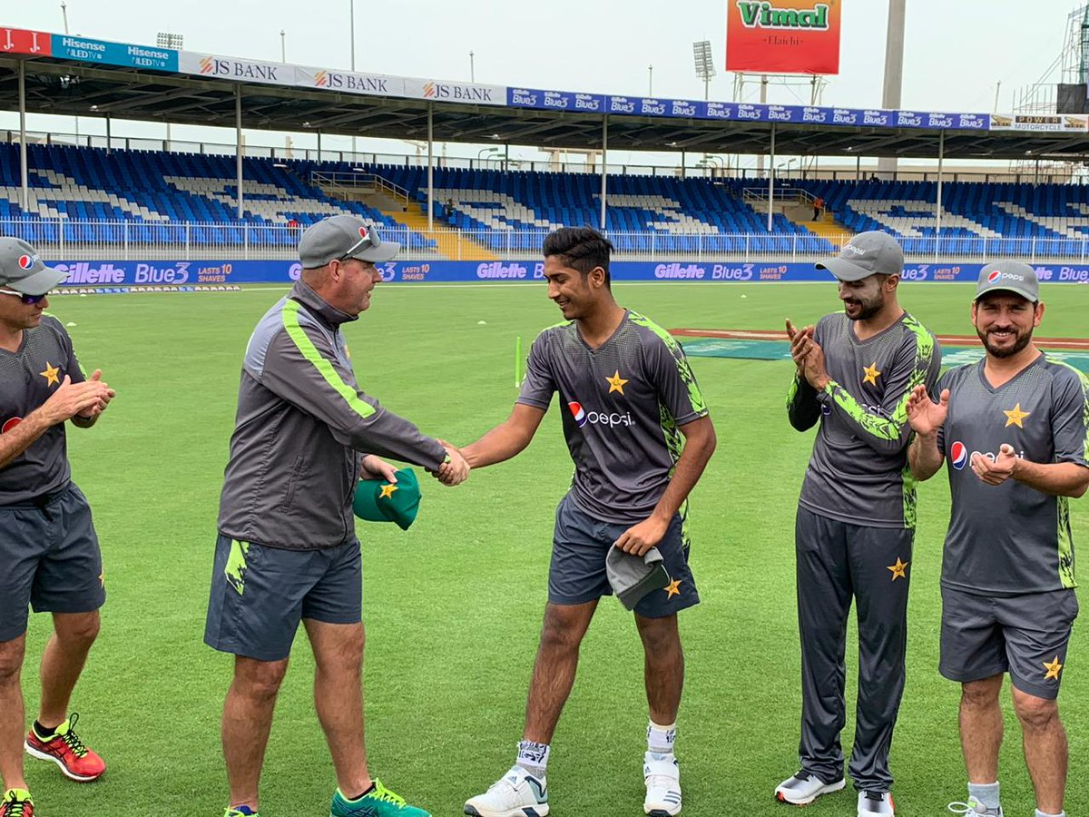 Mohammed Hasnain (center) has been recalled to the Pakistan set-up for an upcoming series against Sri Lanka