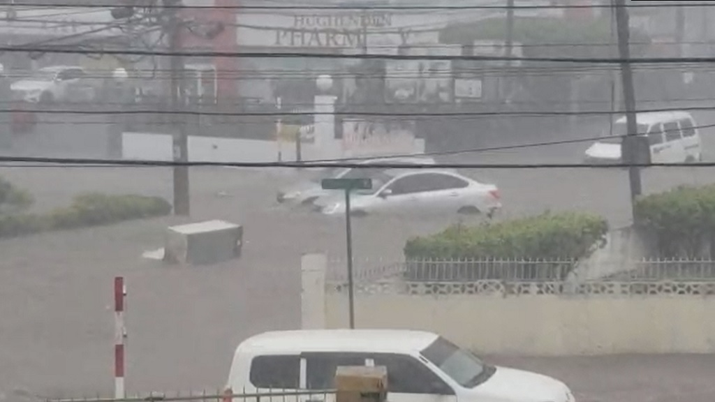 Screengrab of a video purportedly showing flooding along Molynes Road in St Andrew following heavy rain on Monday.