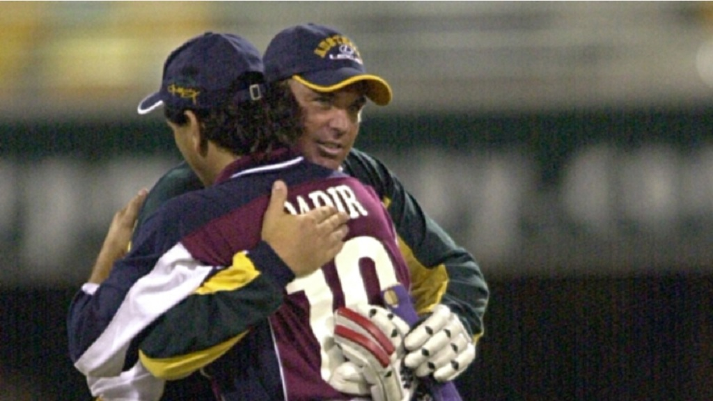Abdul Qadir (right), pictured with Shane Warne in 2000.